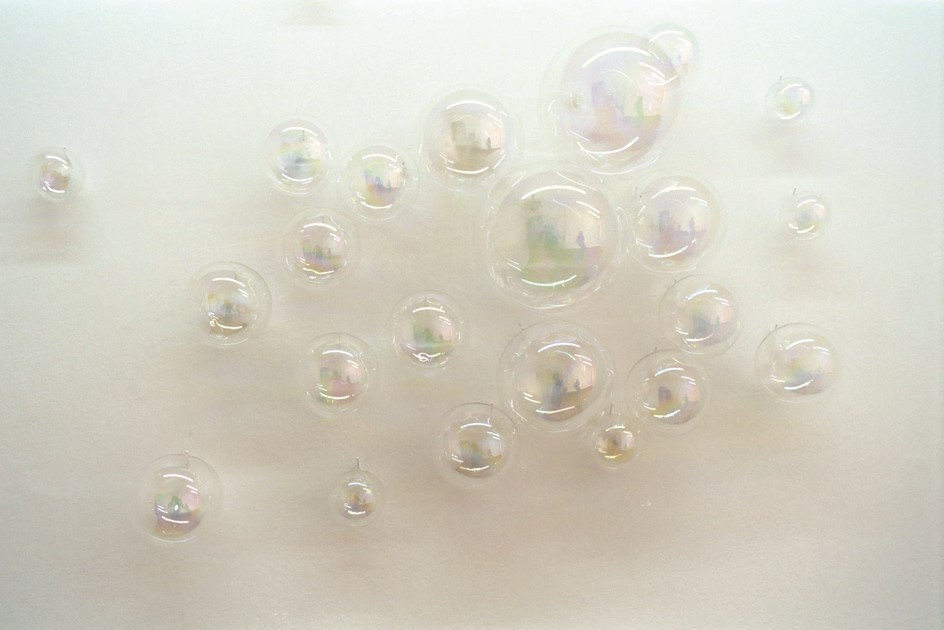 Nice Bubbles, by Nike Savvas (2004)