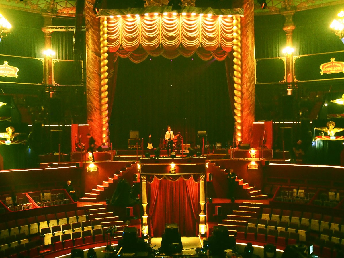 Sound check at Cirque D'Hiver, Paris. The xx playe