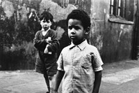 04_PressImage l Roger Mayne, Two boys in Southam S