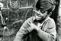 01_PressImage l Roger Mayne, Boy playing conkers,