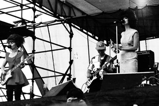 p40 The B-52's playing Heatwave, near Toronto, 23