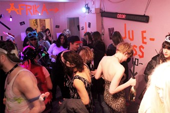 pic2_opening_of_battle11_pink_cube_photo_anja_carr