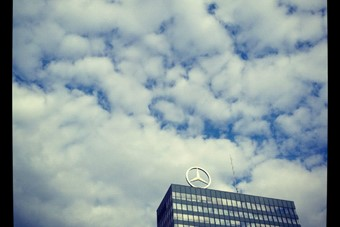 Mercedes-Benz sign. This building was in my favour
