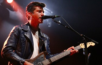 Alex_Turner_of_the_Arctic_Monkeys
