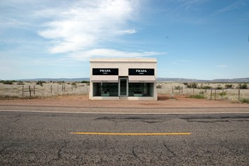 Elmgreen_&_Dragset_-_Prada_Marfa_-_Head_on