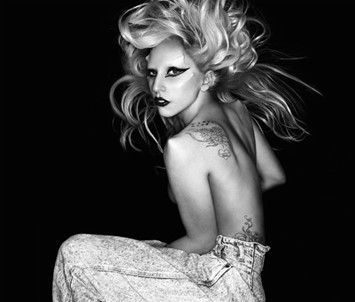 Lady_Gaga-Born_This_Way-Interior_Trasera
