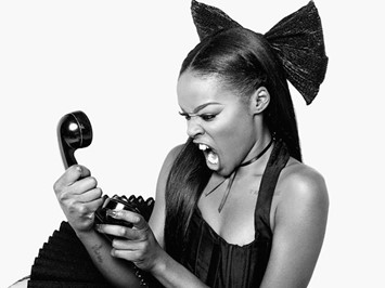 Azealia Banks calls flight attendant a 'fucking f****t'