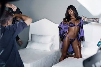 Behind the scenes of Mario Testino's shoot for Naomi Campbel