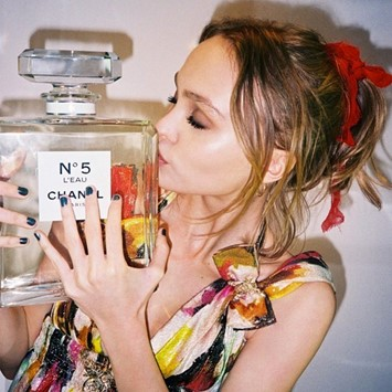Lily-Rose Depp Chanel No 5