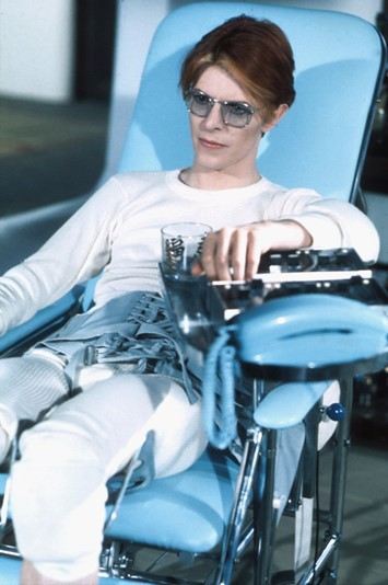 Bowie on the set of The Man Who Fell to Earth