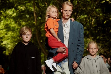 balenciaga ss18 menswear dads family kids paris