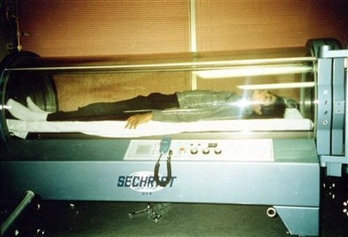 Michael Jackson in a hyperbaric chamber