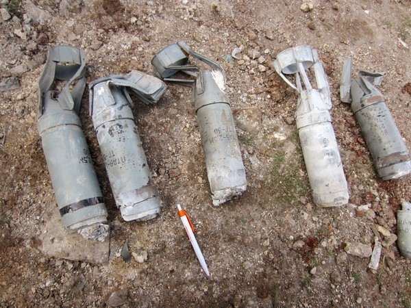 171400_Unexploded_submunitions_from_cluster_bombs