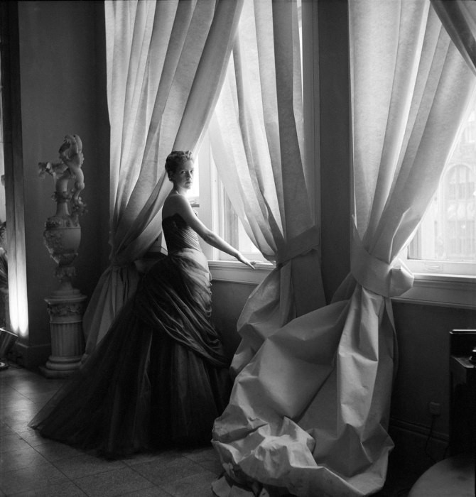 Nancy James in a 1955 Charles James Swan gown