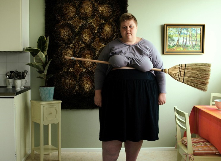 Afbeeldingsresultaat voor woman with broom