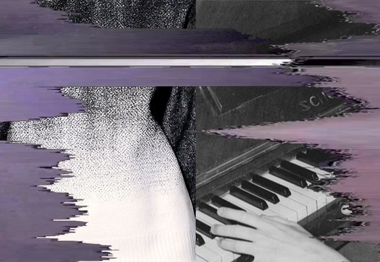 3 fade piano w screen glitch