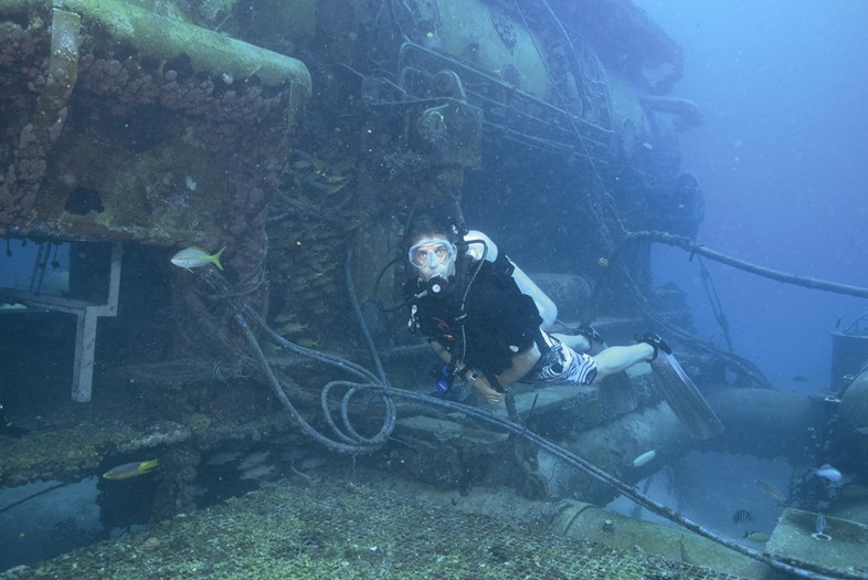 FABIEN COUSTEAU'S UNDERWATER APPARTMENT
