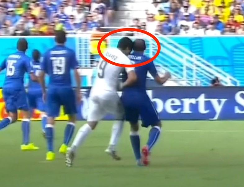 luis-suarez-bites-an-italy-player-in-the-middle-of