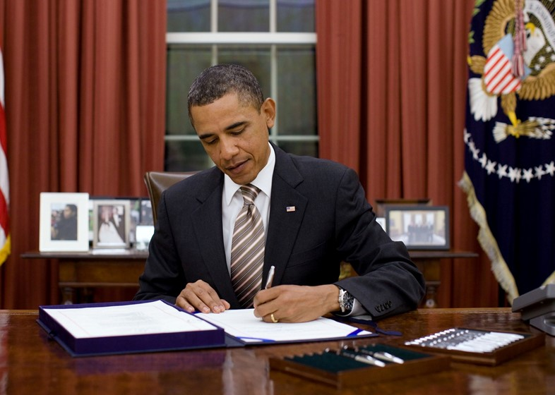 Obama_signs_FDA_Food_Safety_Modernization_Act_crop