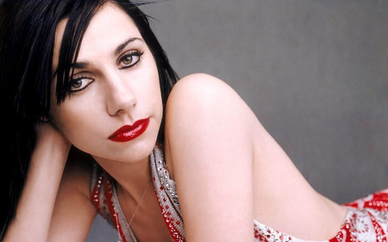Want to go and watch PJ Harvey read her poetry?