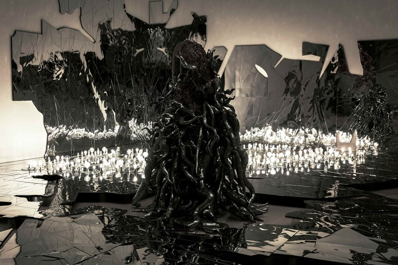 01 Installation view of Lee Bul Monster_ Black 201