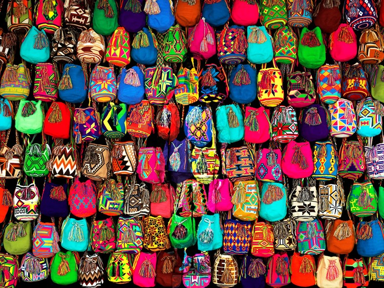 Liu Bolin - Hiding in Colombia - Mochilas