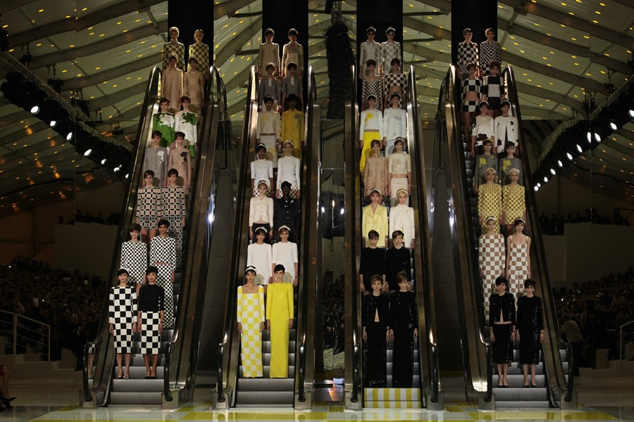 Models on escalators