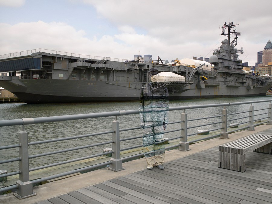 Liu Bolin - Hiding in New York No.6 - Intrepid