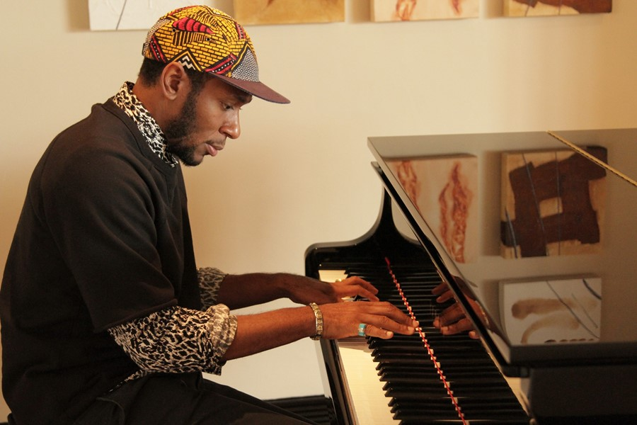Mos Def at the piano