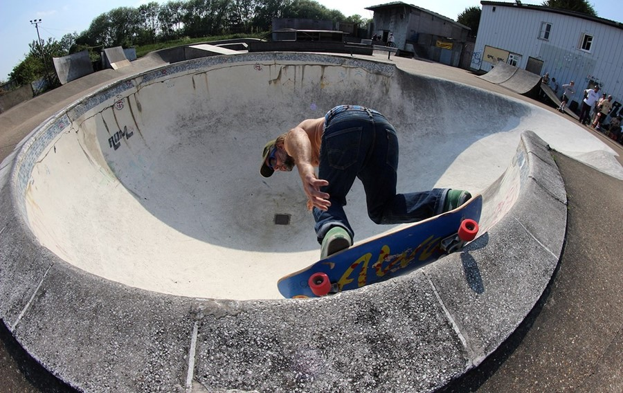 skateboarding-at-rom-skatepark