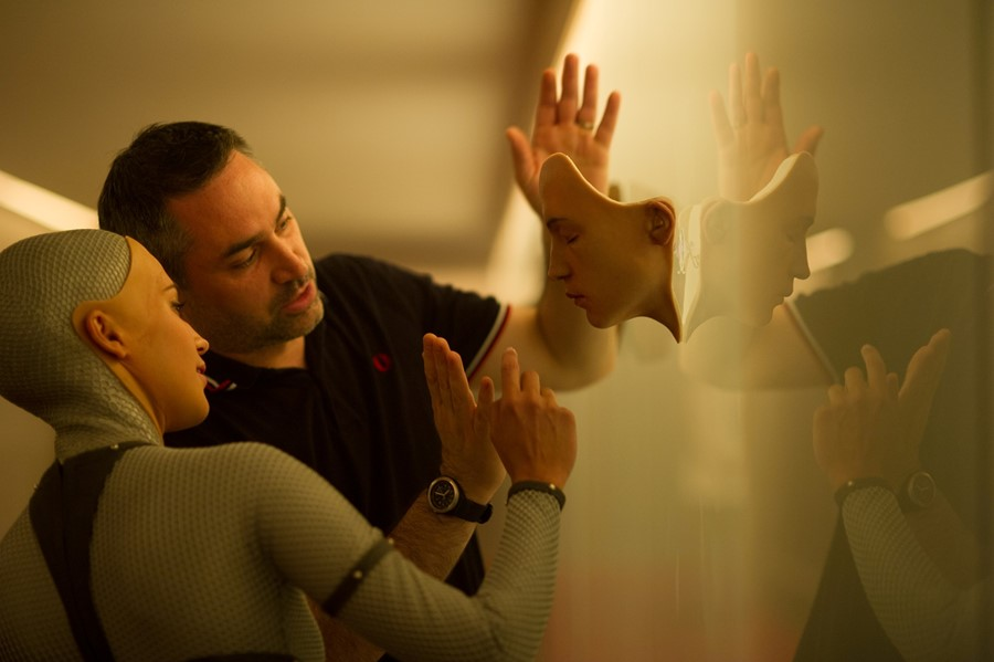 Alex Garland directs Alicia Vikander in Ex_Machina