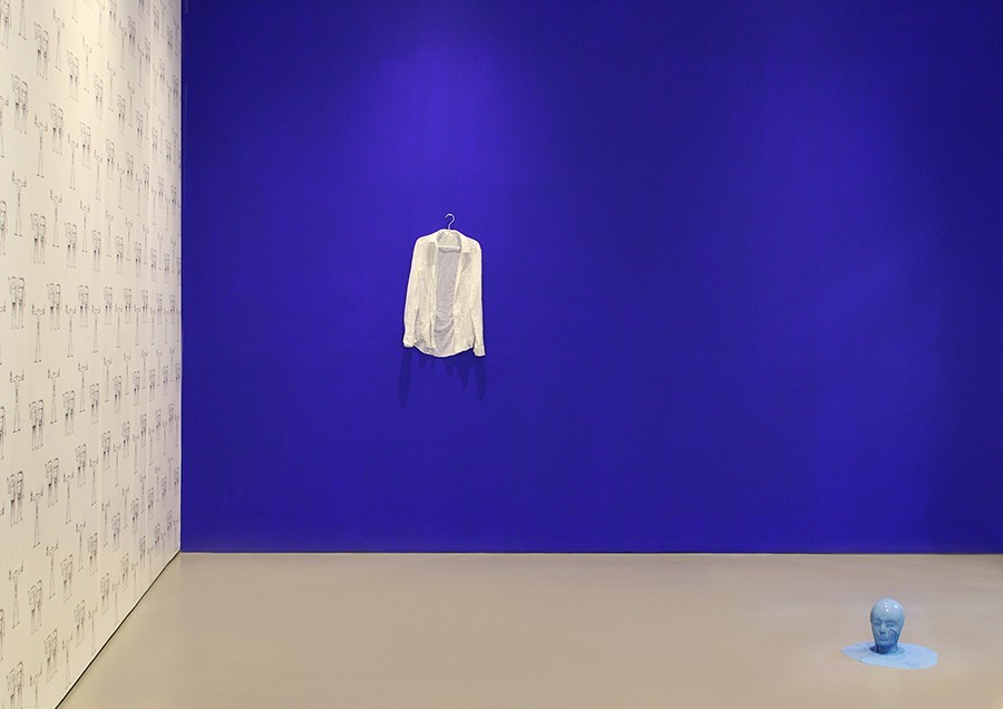 An installation by Julieta Aranda, exhibited at Galeria OMR