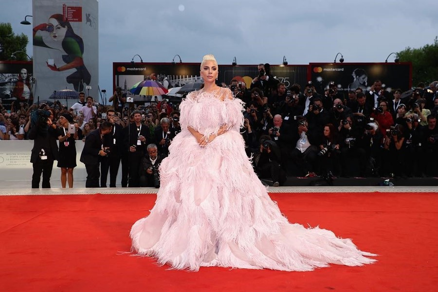 lady gaga Bradley Cooper a star is born premiere lightning